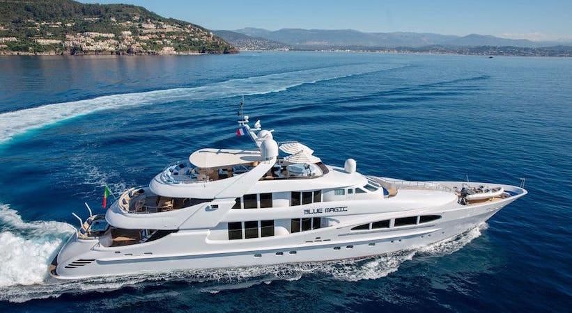 Yacht Blue Magic